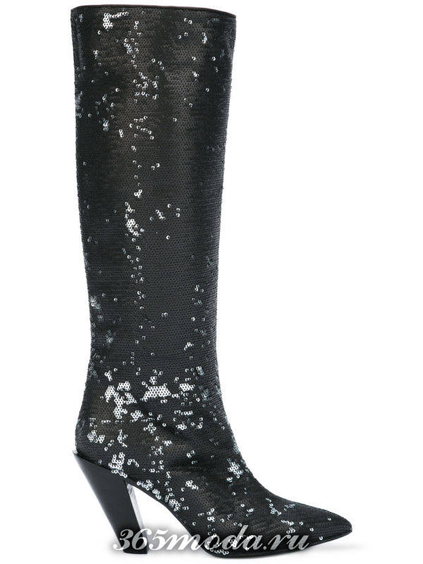 зимние сапоги на скошенном каблуке с пайетками