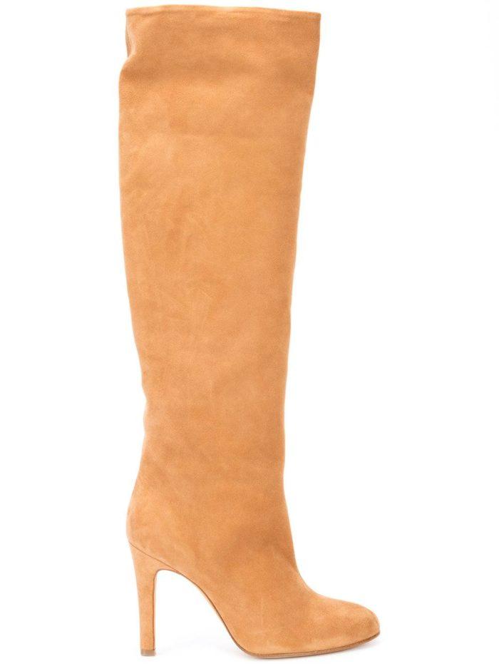женская обувь на зиму 2020-2021: бежевые замшевые сапоги