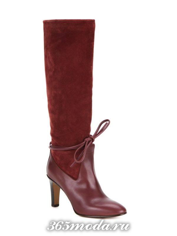 зимние комбинированные красные сапоги на каблуке