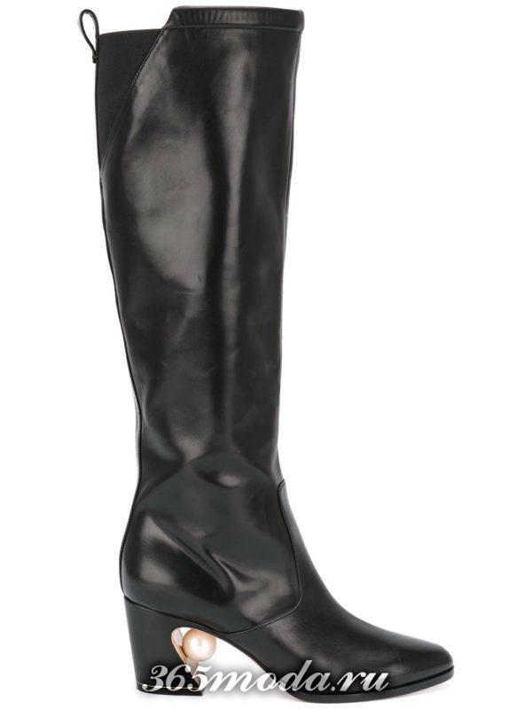 зимние кожаные сапоги на фигурном каблуке