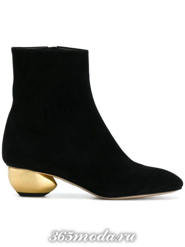 модные ботильоны: черные замшевые ankle на фигурных каблуках