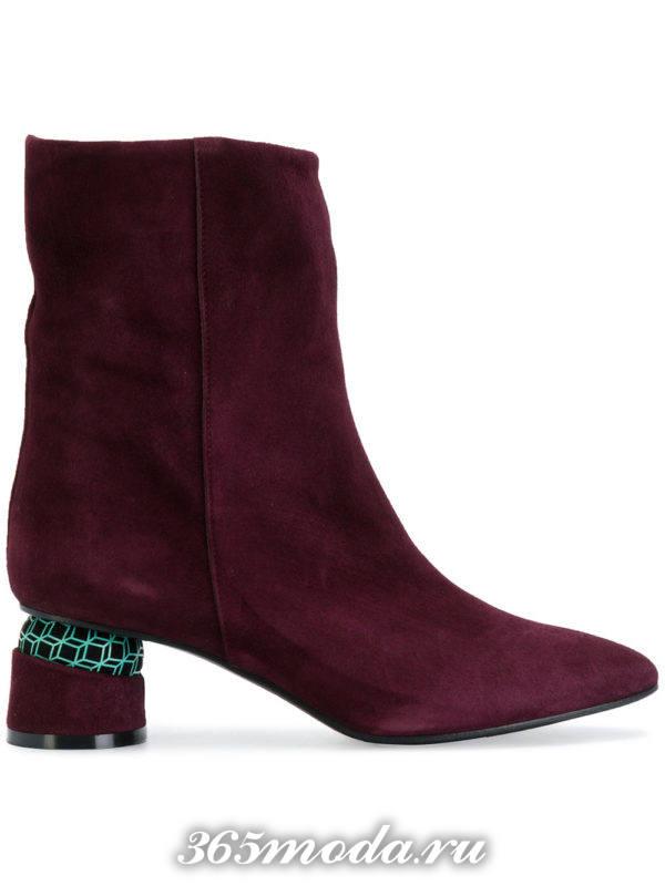 бордовые замшевые ботильоны «ankle» на фигурных каблуках 2018