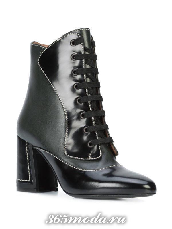модные ботильоны: черные ankle со шнуровкой