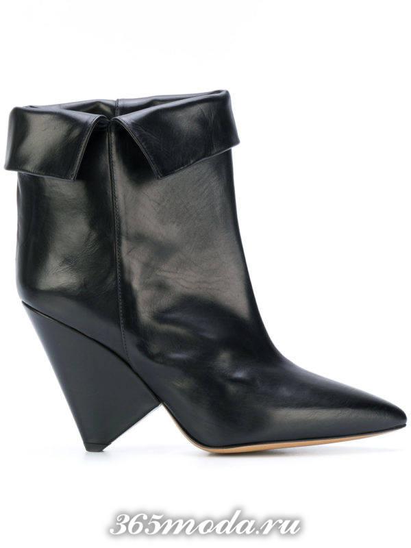 женские ботильоны: черные ankle с отворотом с фигурными каблуками