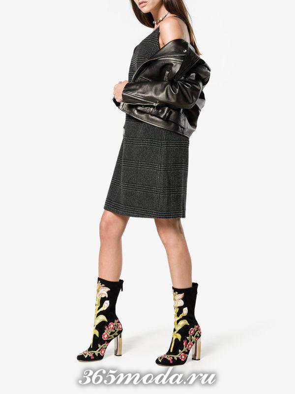 женские ботильоны: замшевые ankle с рисунком на каблуках