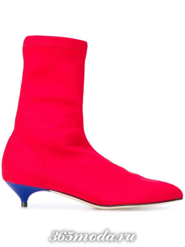 женские ботильоны: розовые ankle на низких каблуках