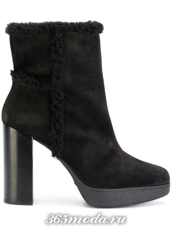 модные черные замшевые ботильоны на каблуках с мехом
