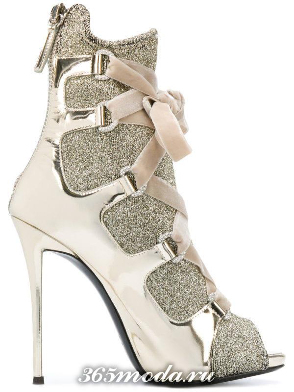 стильные женские ботильоны: золотые со шнуровкой на шпильках