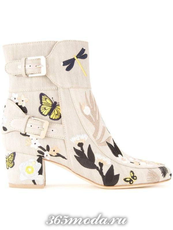 модные женские ботильоны: с принтом на квадратных каблуках тенденции фото