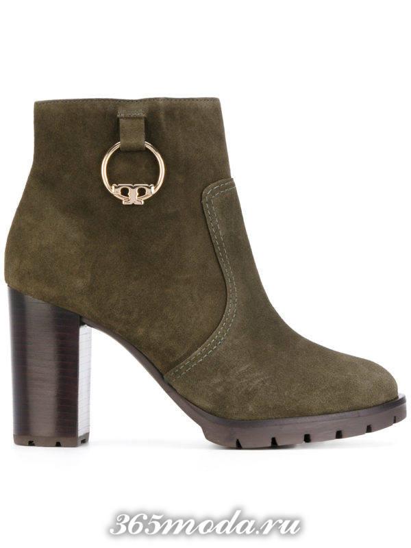 замшевые зеленые ботильоны женские на каблуках модные тенденции фото