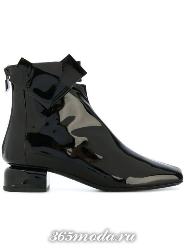 черные лаковые ботильоны 2018 женские на квадратных каблуках модные тенденции фото