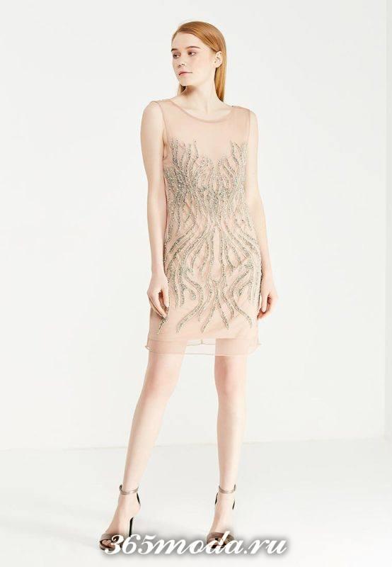 бежевое мини платье с декором для Святого Валентина