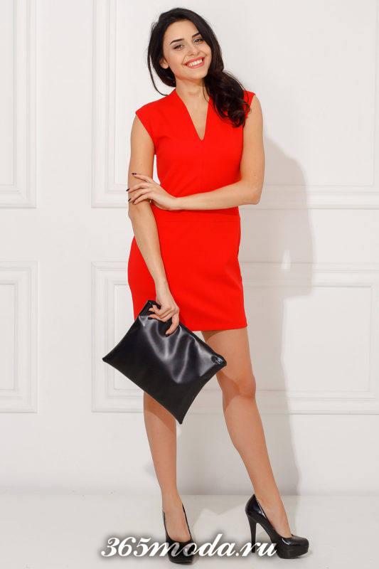 красное мини платье с вырезом для Святого Валентина