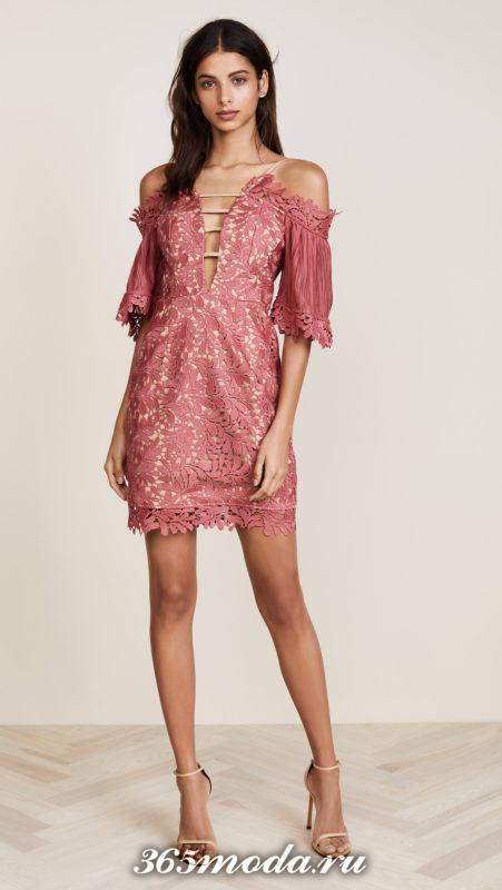 розовое кружевное платье с открытыми плечами для Святого Валентина