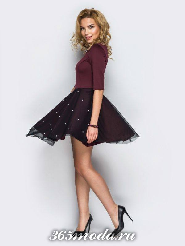пышное бордовое платье с декором для Святого Валентина