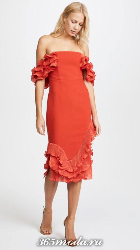красное платье футляр с оборками для Святого Валентина