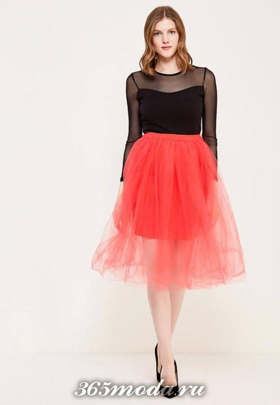 красная пышная юбка пачка и черная блуза для Святого Валентина