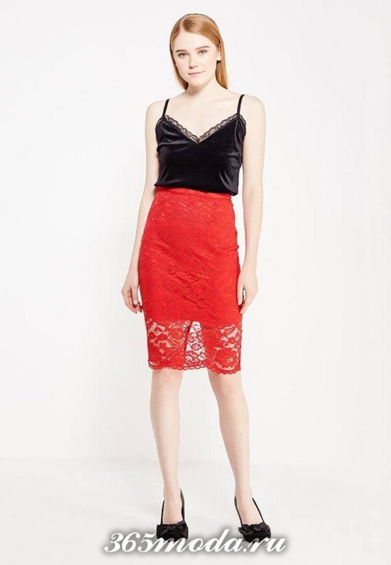 красная кружевная юбка и бархатный топ для Святого Валентина