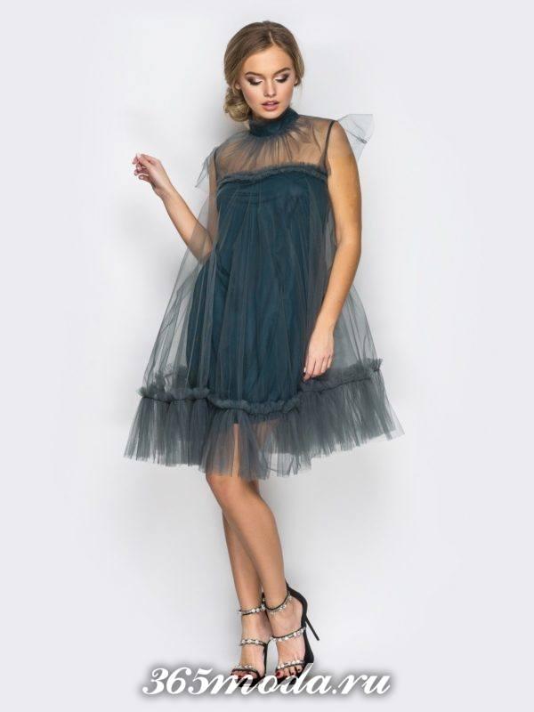 серое пышное платье из фатина для Святого Валентина