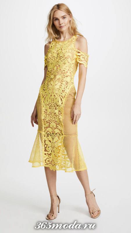 новогоднее желтое кружевное платье для знака зодиака дева