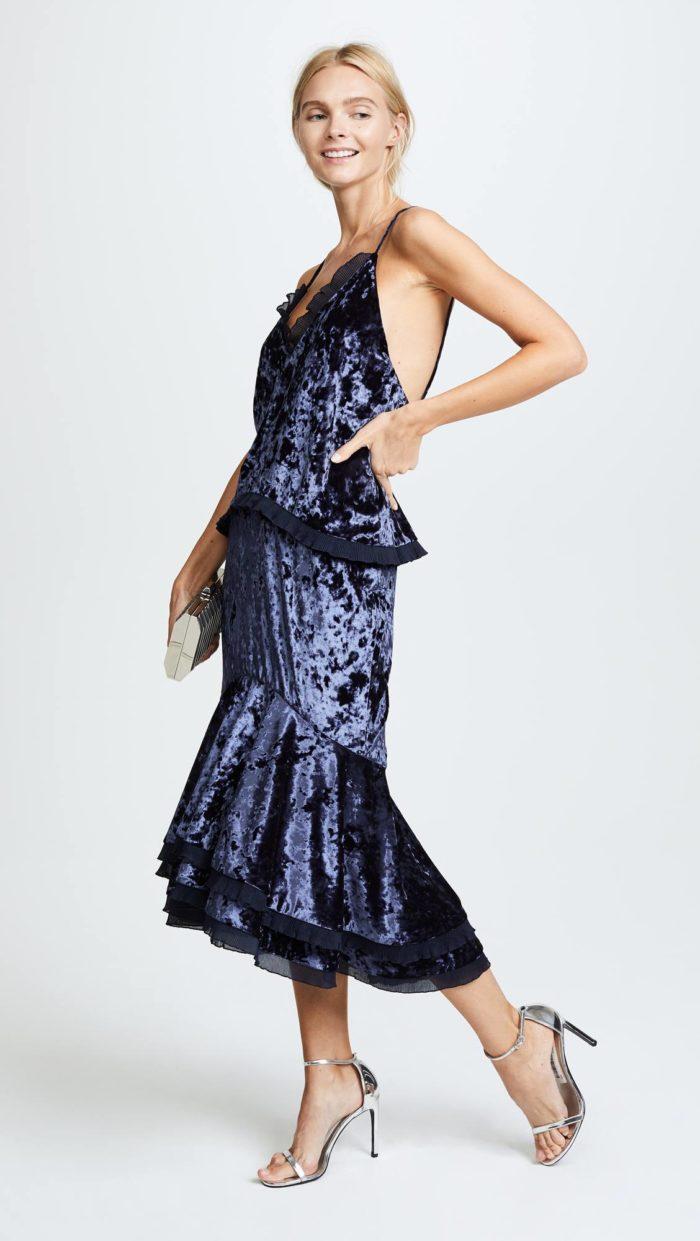 новогоднее бархатное синее платье с баской для знака зодиака дева