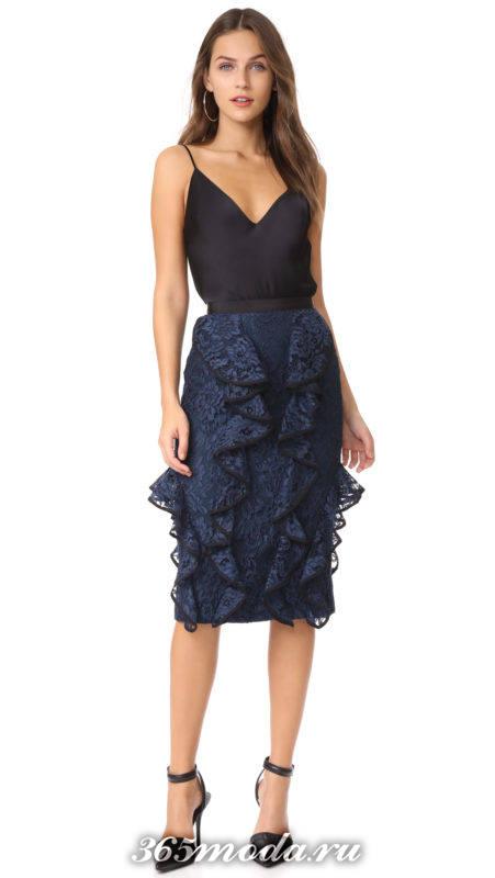 новогодний комплект из синей кружевной и черного топа юбки для знака зодиака дева