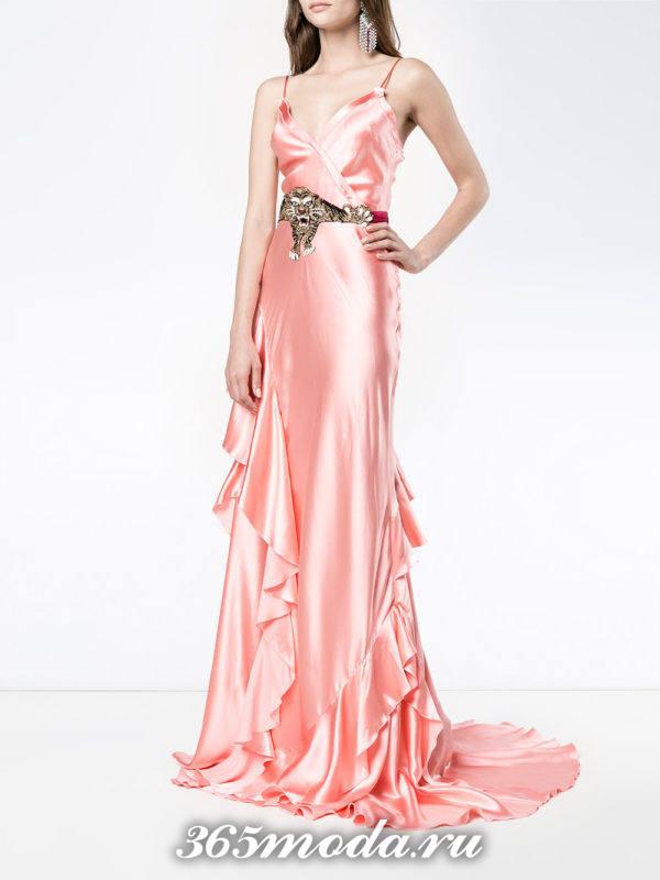 новогоднее розовое макси платье с оборками для знака зодиака скорпион