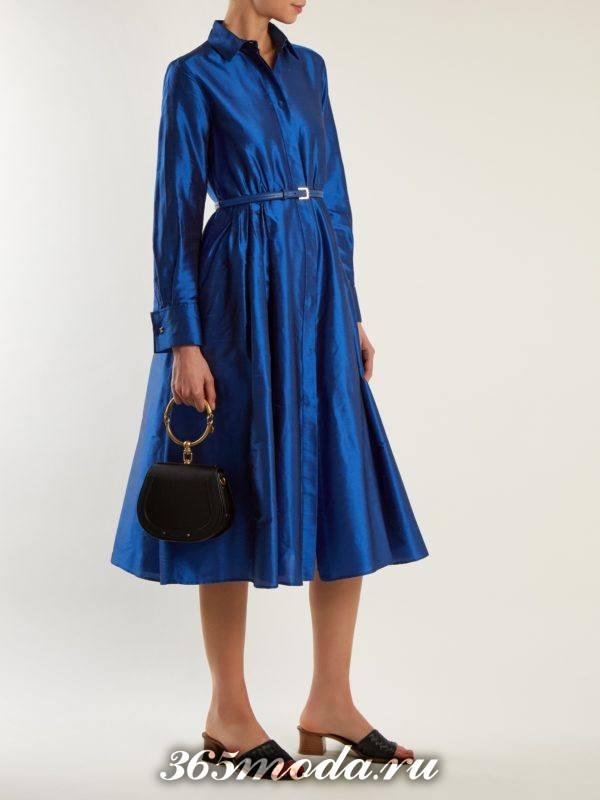 новогоднее синее платье клеш с длинными рукавами для корпоратива в загородном доме