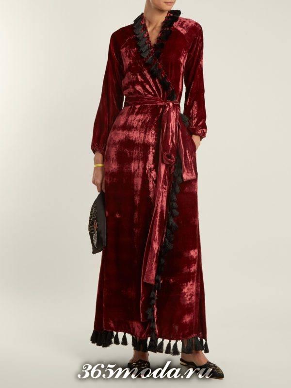 новогоднее бархатное платье-халат для корпоратива в загородном доме