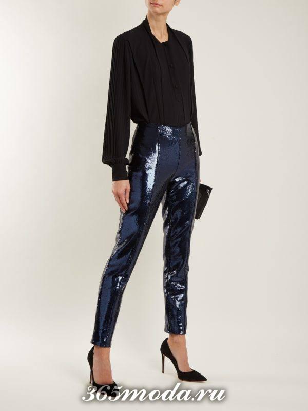 блестящие брюки скинни и черная блуза для новогоднего офисного корпоратива