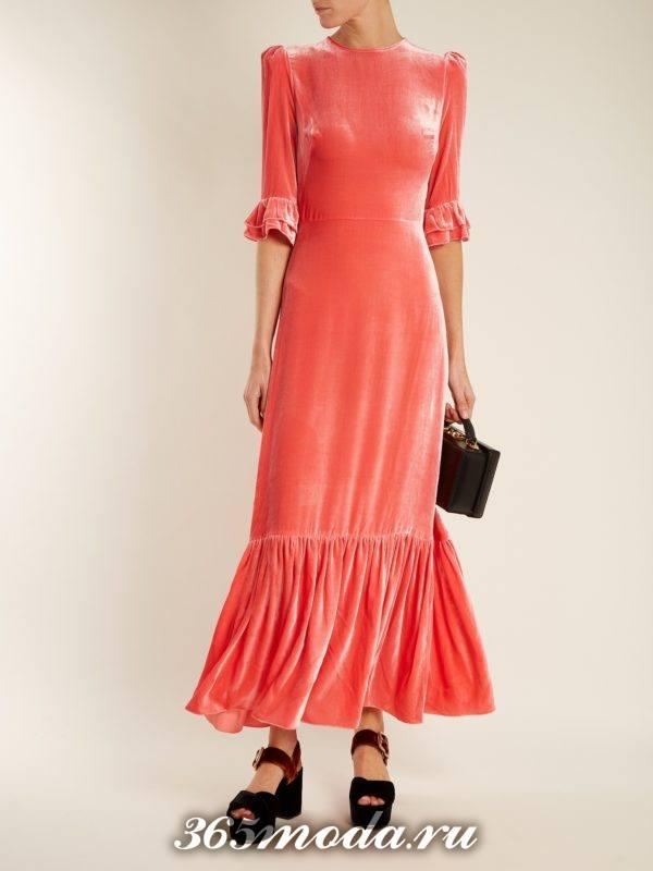 коралловое бархатное макси платье для новогоднего офисного корпоратива