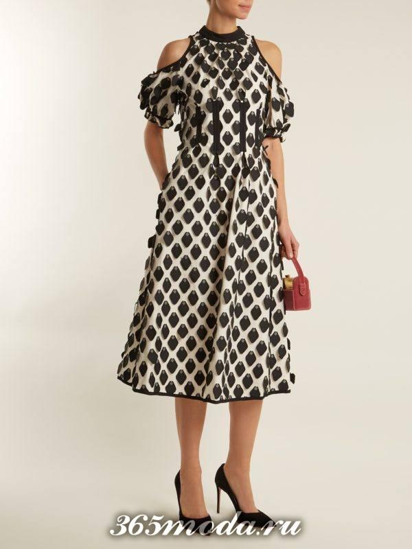 платье клеш с принтом для новогоднего офисного корпоратива