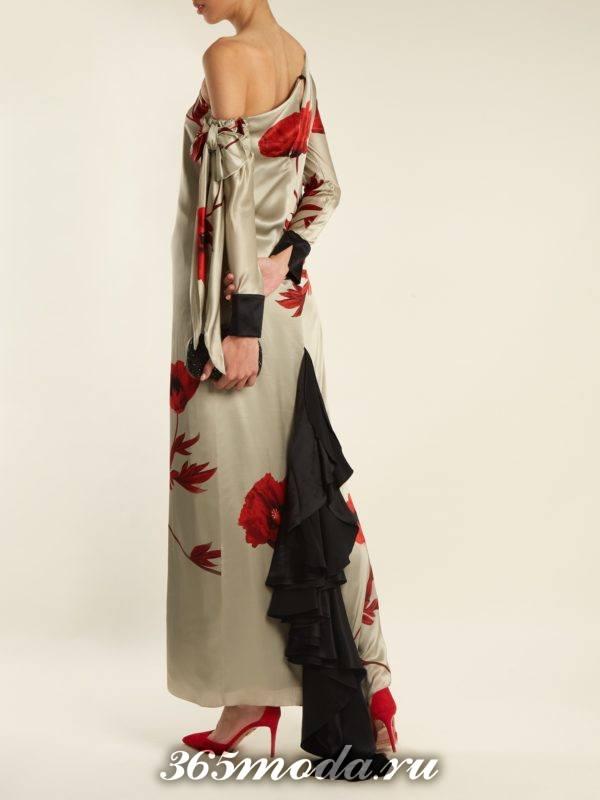 новогоднее макси платье с принтом и шлейфом для корпоратива в ресторане