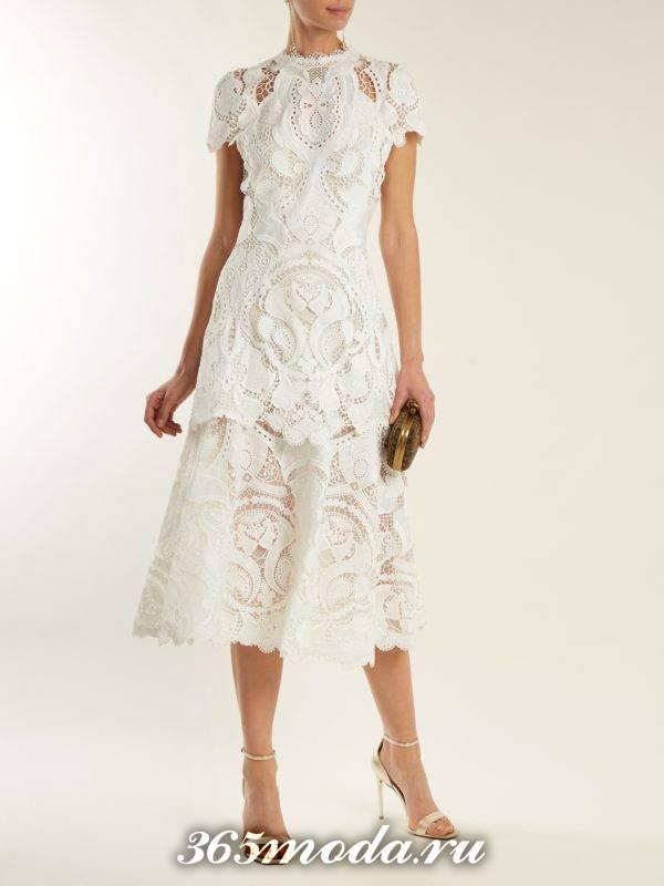 белое кружевное платье для тематического новогоднего корпоратива