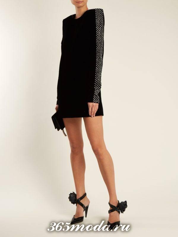 бархатное мини платье с длинными рукавами для тематического новогоднего корпоратива
