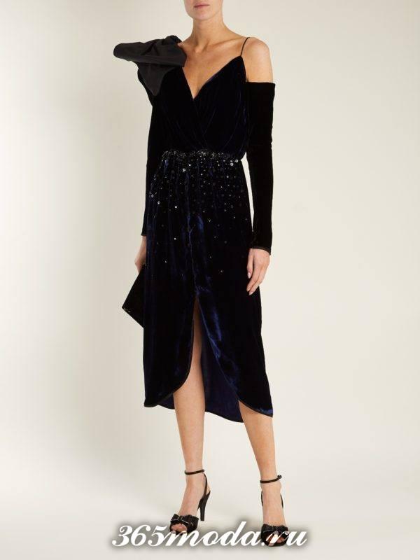 бархатное асимметричное платье с декором для тематического новогоднего корпоратива