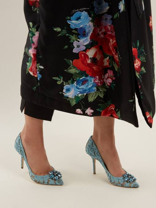 голубые кружевные туфли на шпильке для новогоднего корпоратива