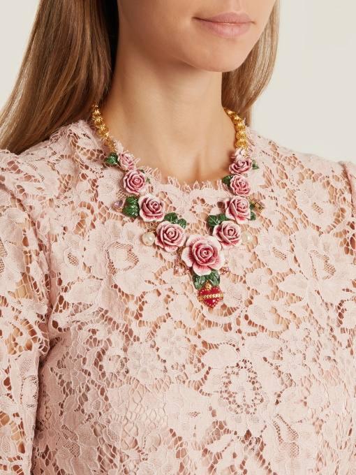 цветочное ожерелье для новогоднего корпоратива