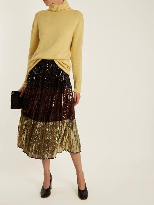 новогодняя юбка плиссе и желтый свитер для корпоратива