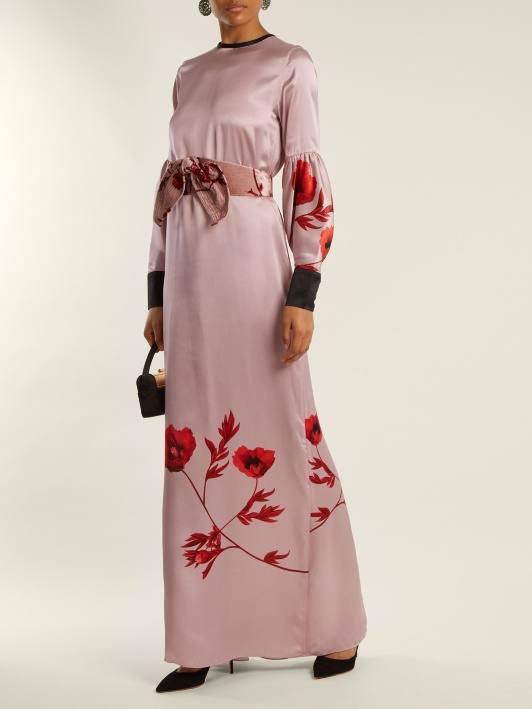 длинное розовое платье с принтом для новогоднего корпоратива