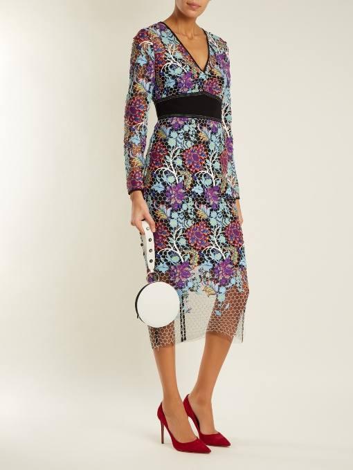 разноцветное платье футляр с поясом для новогоднего корпоратива