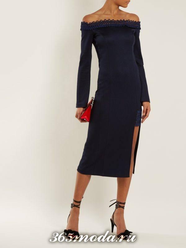 новогоднее синее платье с открытыми плечами для корпоратива в ресторане