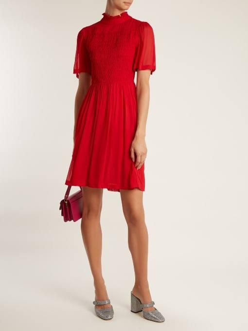 c чем носить короткое коралловое платье футляр с короткими рукавами