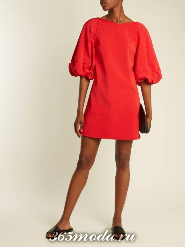 c чем носить короткое коралловое платье с пышными рукавами