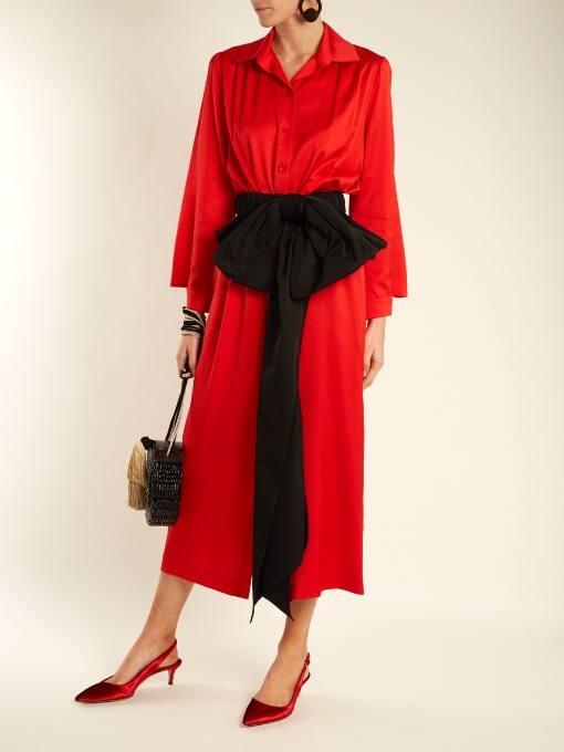 c чем носить длинное коралловое платье рубашка с поясом