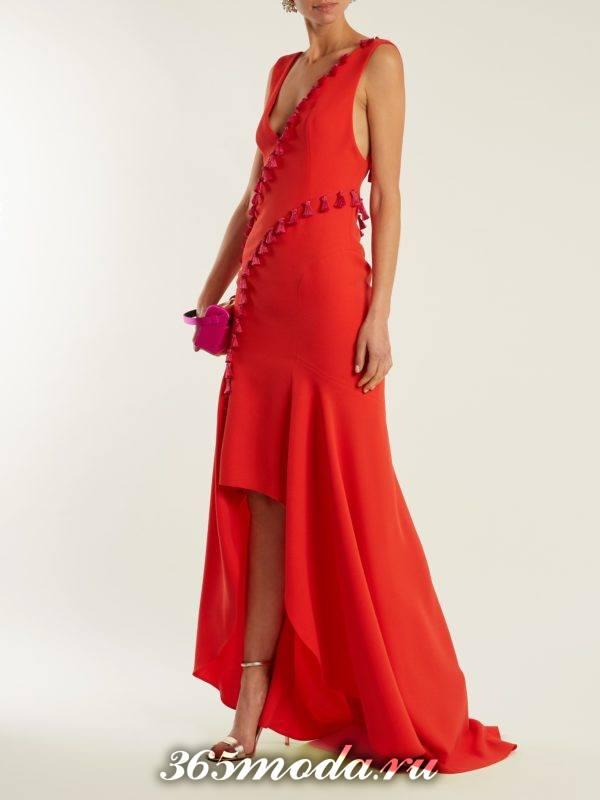 c чем носить длинное коралловое асимметричное платье с декором