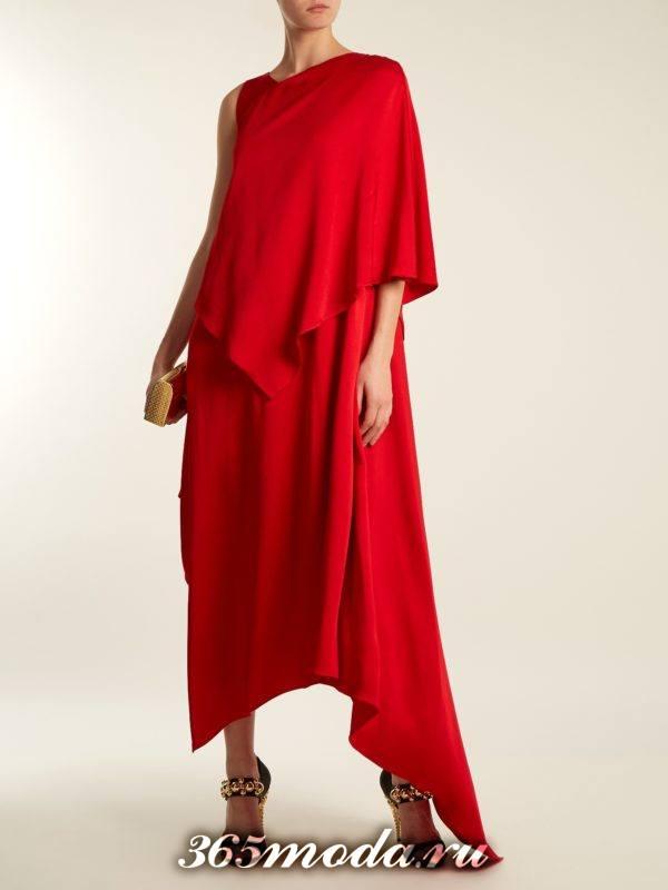 c чем носить длинное коралловое свободное многослойное платье