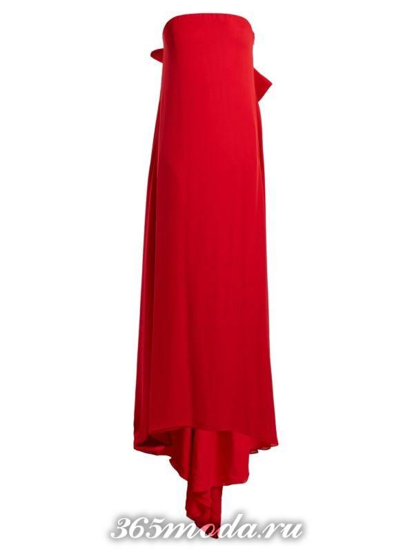 c чем носить длинное коралловое платье с открытыми плечами