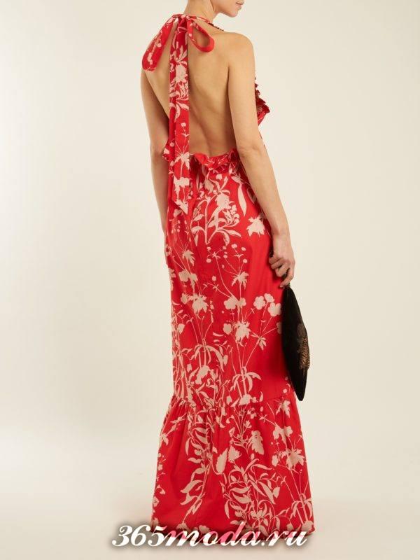 c чем носить длинное коралловое платье с принтом и открытой спиной