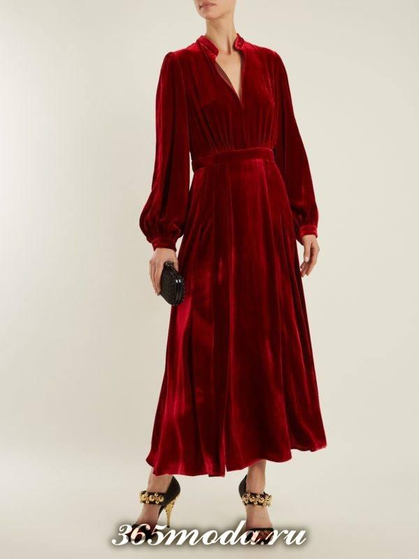 c чем носить бархатное коралловое платье миди с пышными рукавами